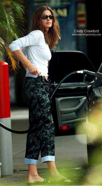 Cindy Crawford Gassing Up